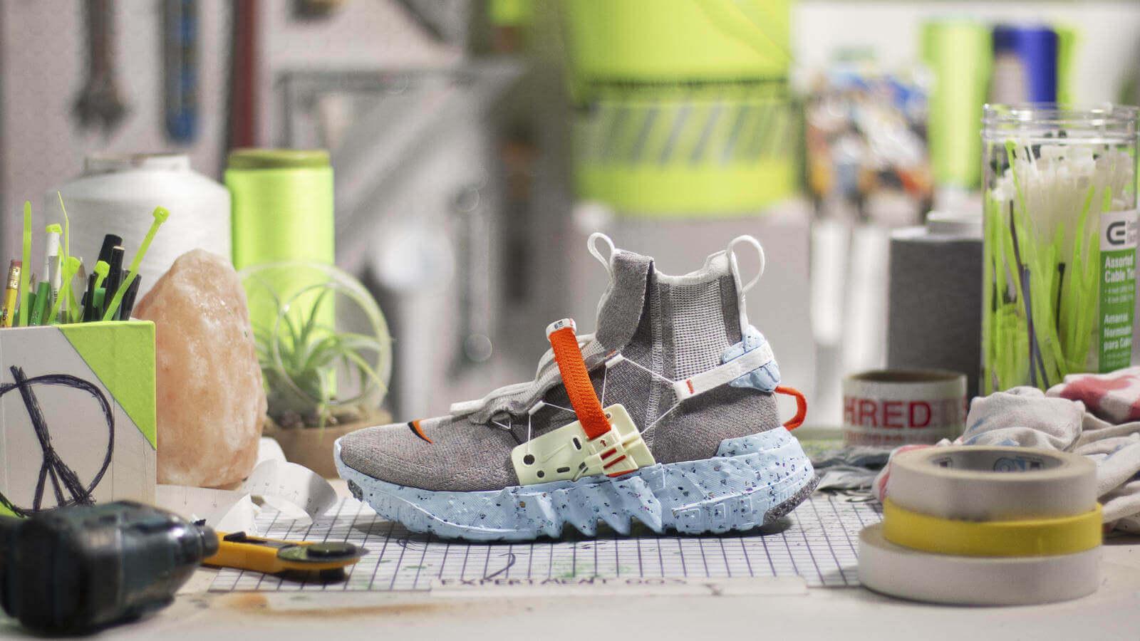 nike hippie space ayakkabı yazılar